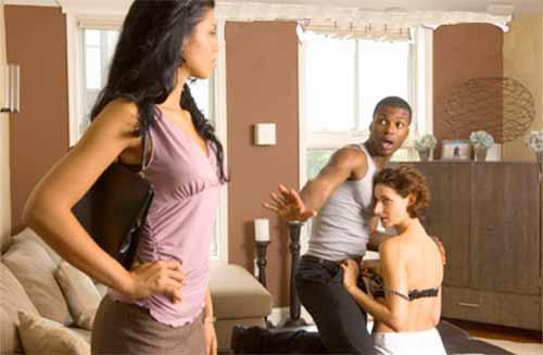 Should You Tell Your Closest Friend Her Partner Is Cheating? 8 Steps To Follow